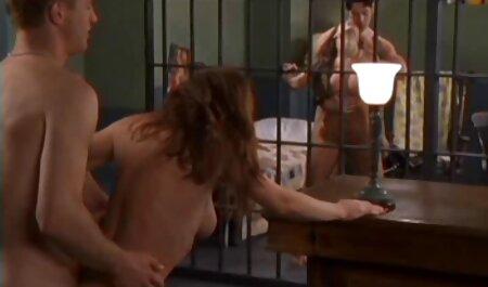 Karlie Brooks toilette porn et Luzbel adorent baiser
