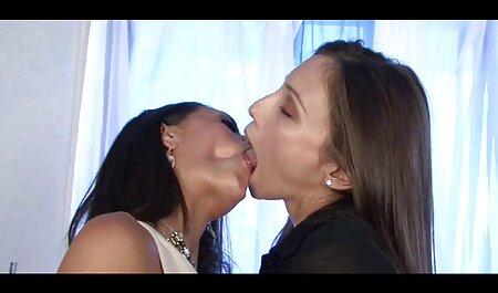 Sandra et garçon toilette intime porno